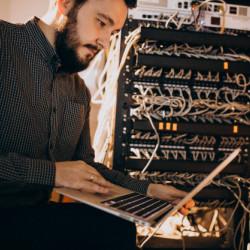 Серверные услуги и хостинг для сайта.